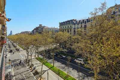 New spacious furnished apartment in the center of Barcelona